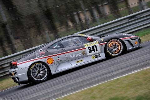 Ferrari Challenge in staccata con freni incandescenti alla prima variante - Monza