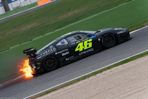 La vittoriosa 6 Ore di Vallelunga di Valentino Rossi ... anche se con qualche problemino prima del traguardo.