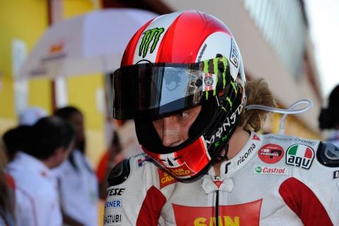 Il SIC Marco Simoncelli concentratissimo durante le qualifiche