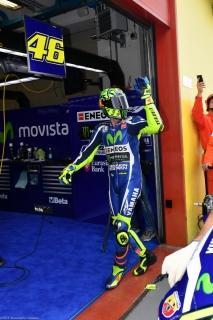 Valentino Rossi saluta i suoi fan