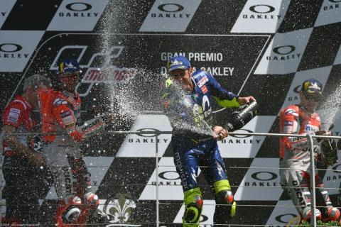 Fiumi di champagne sul podio